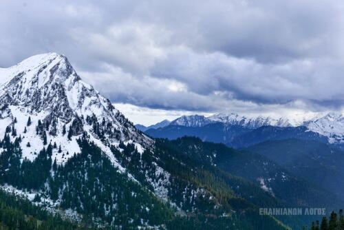 Με θέα το όρος © Επινιανών Λόγος