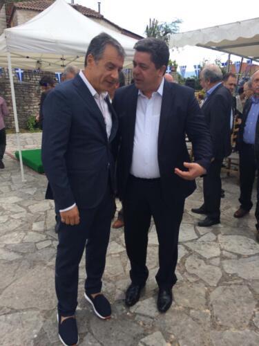 Ο Δήμαρχος με τον επικεφαλής του Ποταμιού
