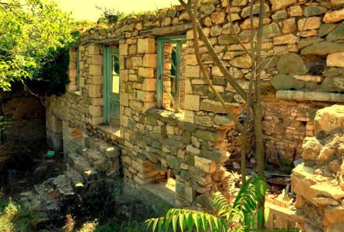 Ερειπωμένη οικία στον ιστορικό οικισμό της Παλιάς Βίνιανης © Γρηγόρης Αντωνίου