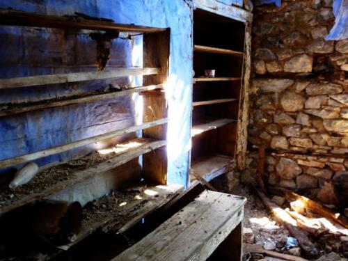 Εσωτερικό ερειπωμένης οικία στην Παλιά Βίνιανη © Γρηγόρης Αντωνίου